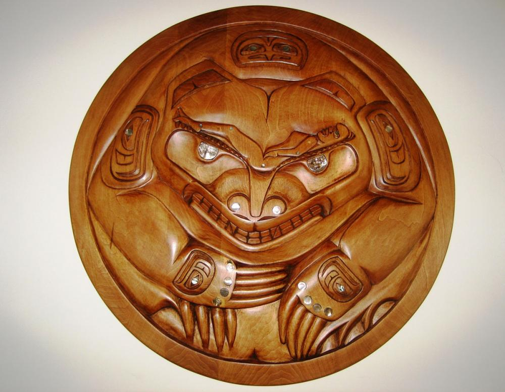 Circular Grizzly Bear Carving 20""