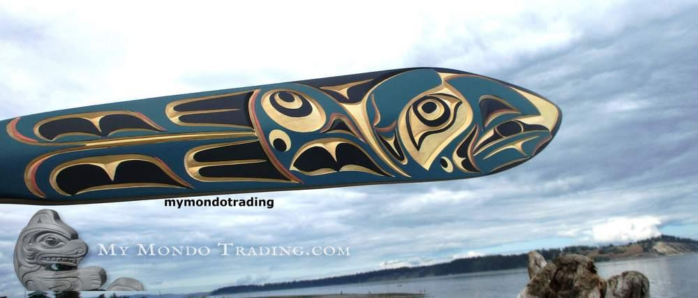 Superb Raven paddle, masterpiece by Tom Hunt